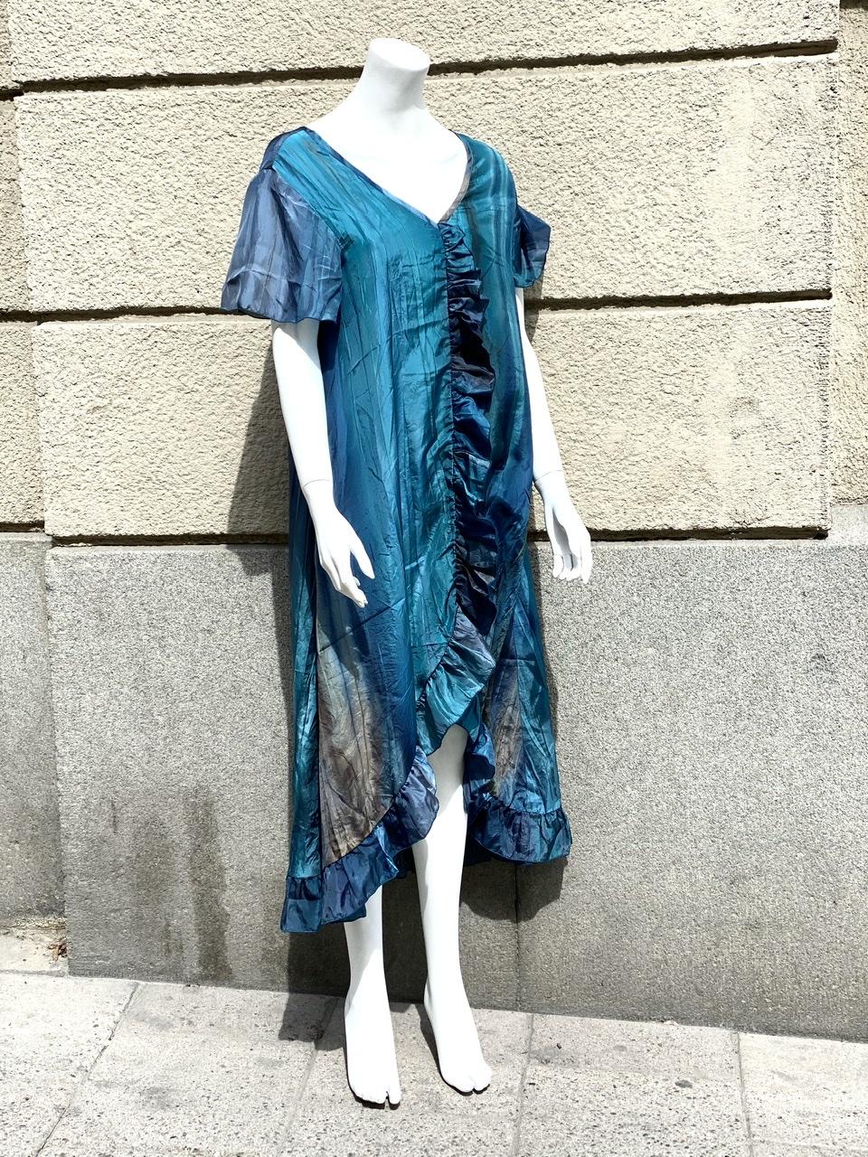 Stina sidenklänning
