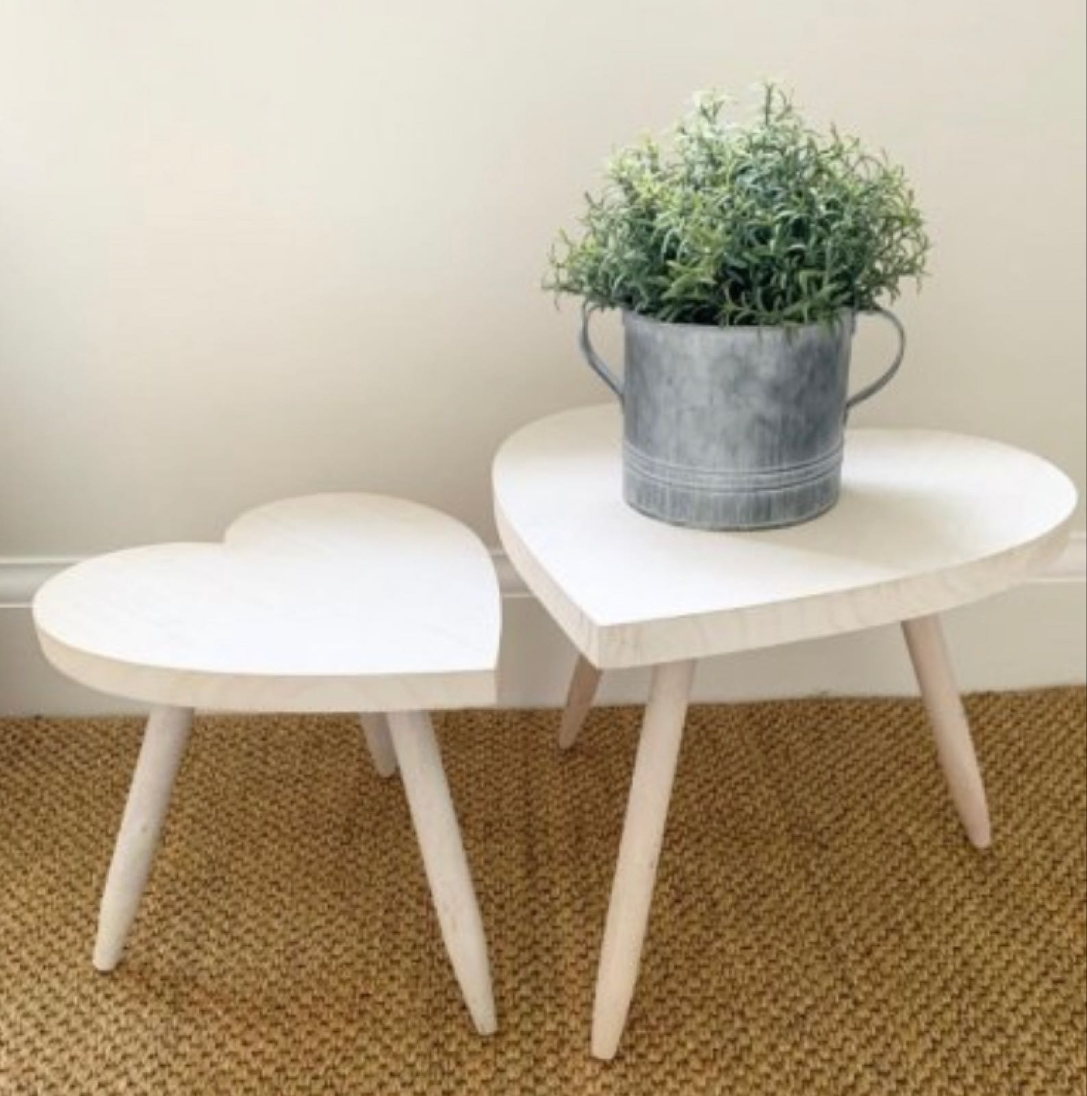 White wash finish heart wooden table