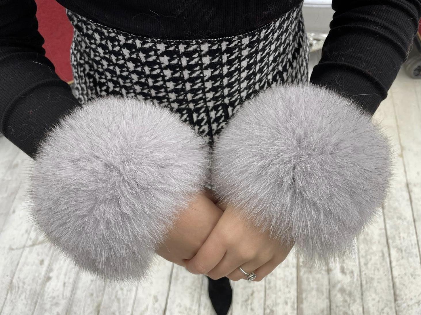 Laura Jane Paris Luxury Slap Fox Fur cuff in Royal Light Grey