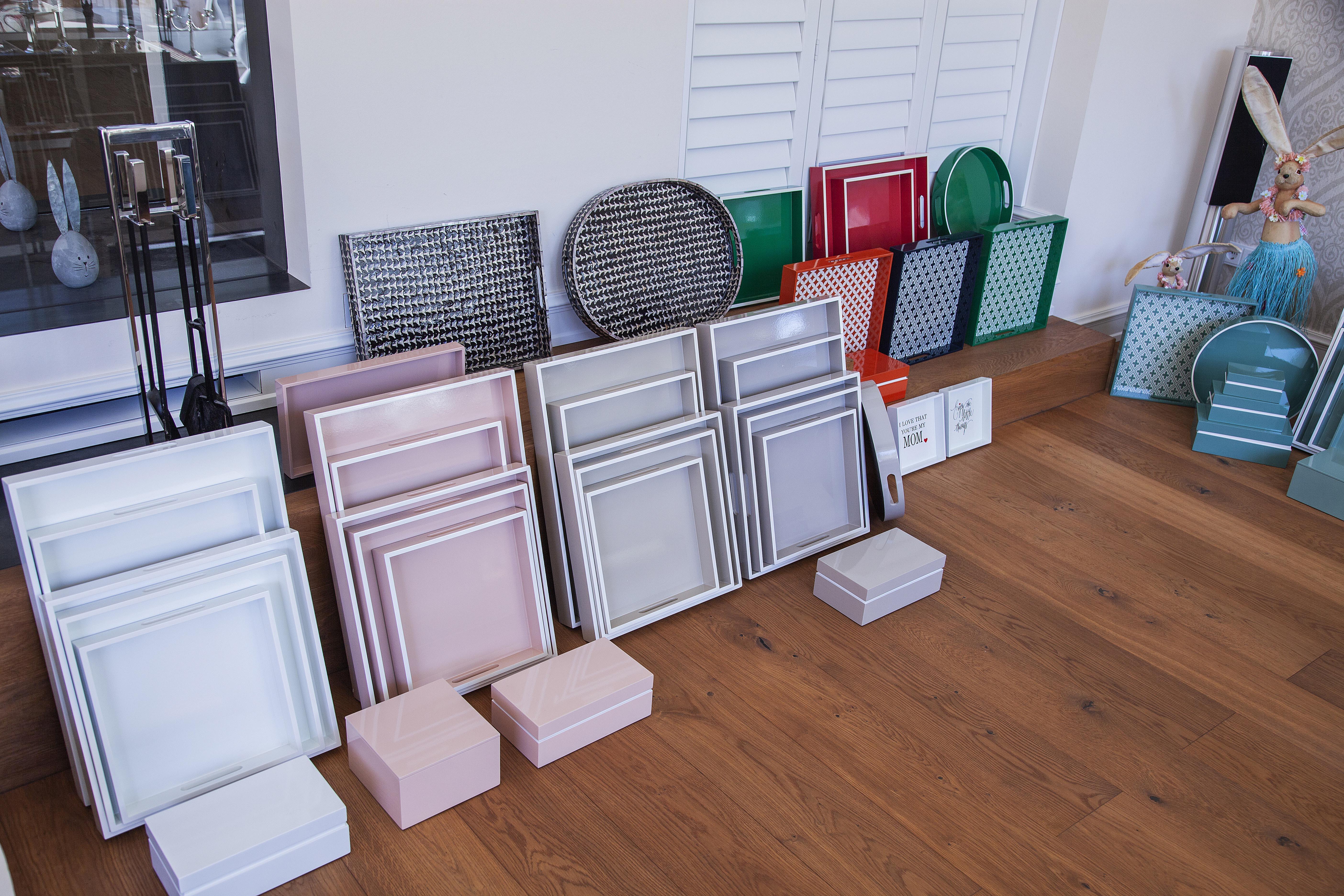 Lacktabletts quadratisch, verschiedene Farben und Größen