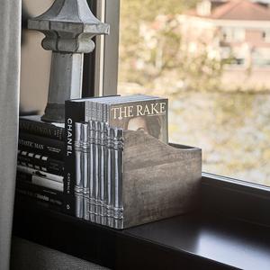 Zeitschriftenständer in Buchform