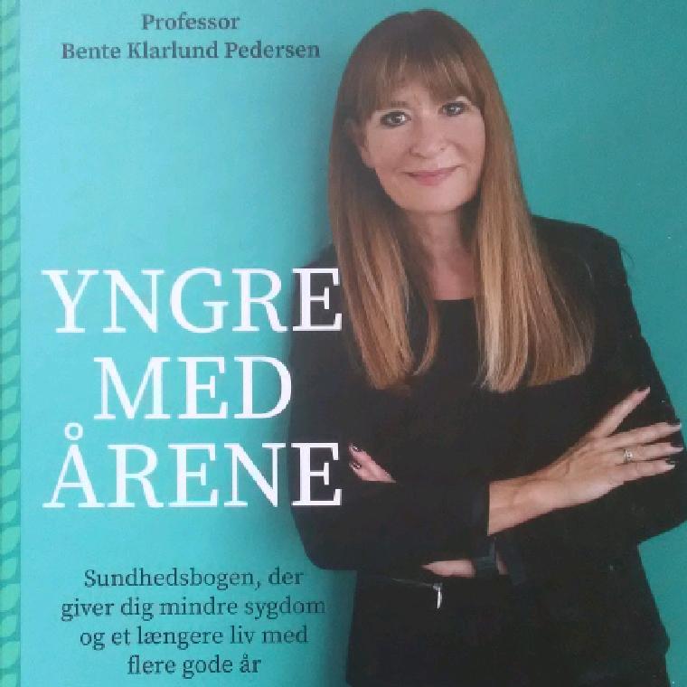 Yngre med årene af Bente Klarlund - 9788702300147