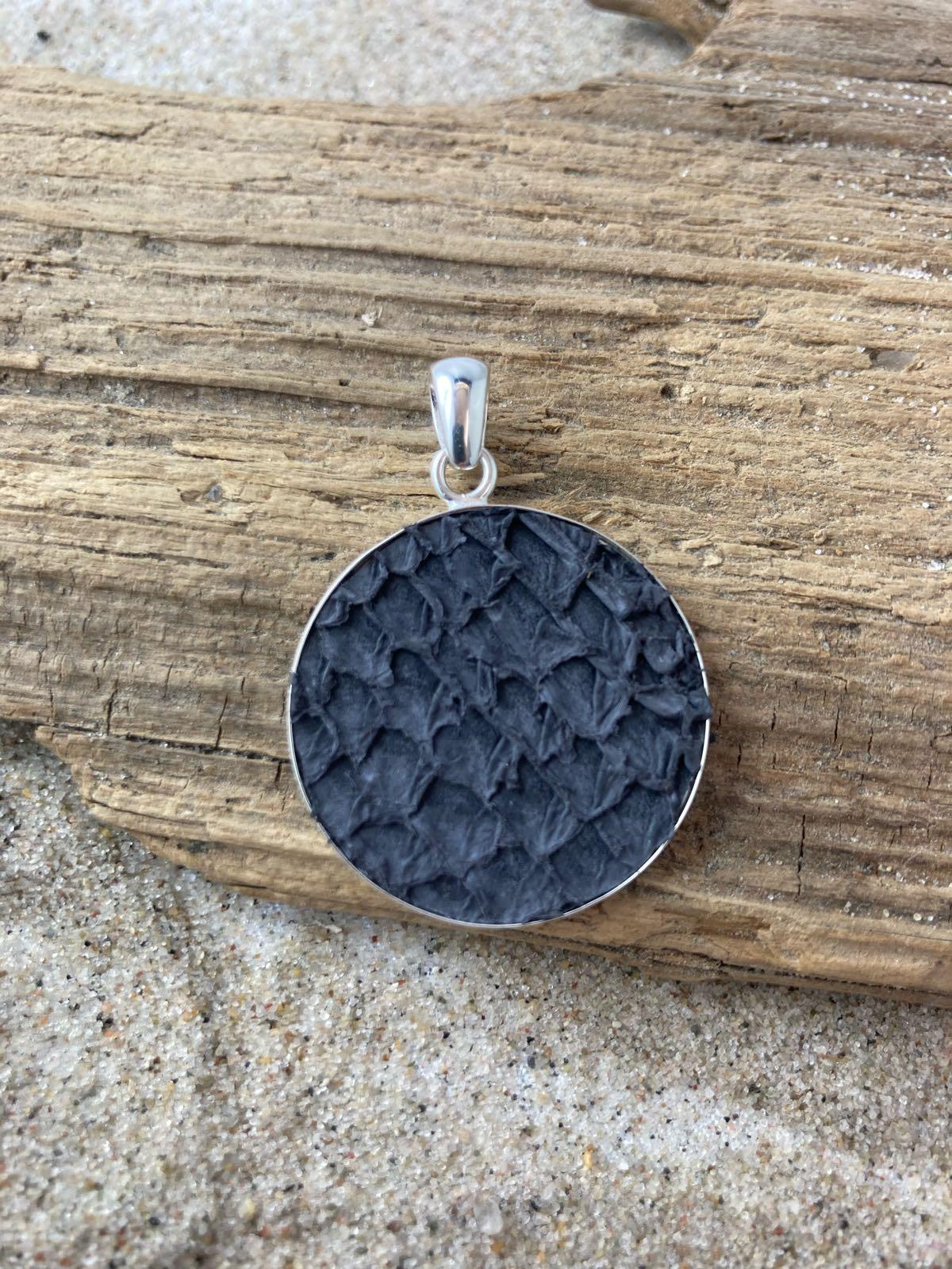 Fischereidesign - Silberfassung mit Lachsleder grey