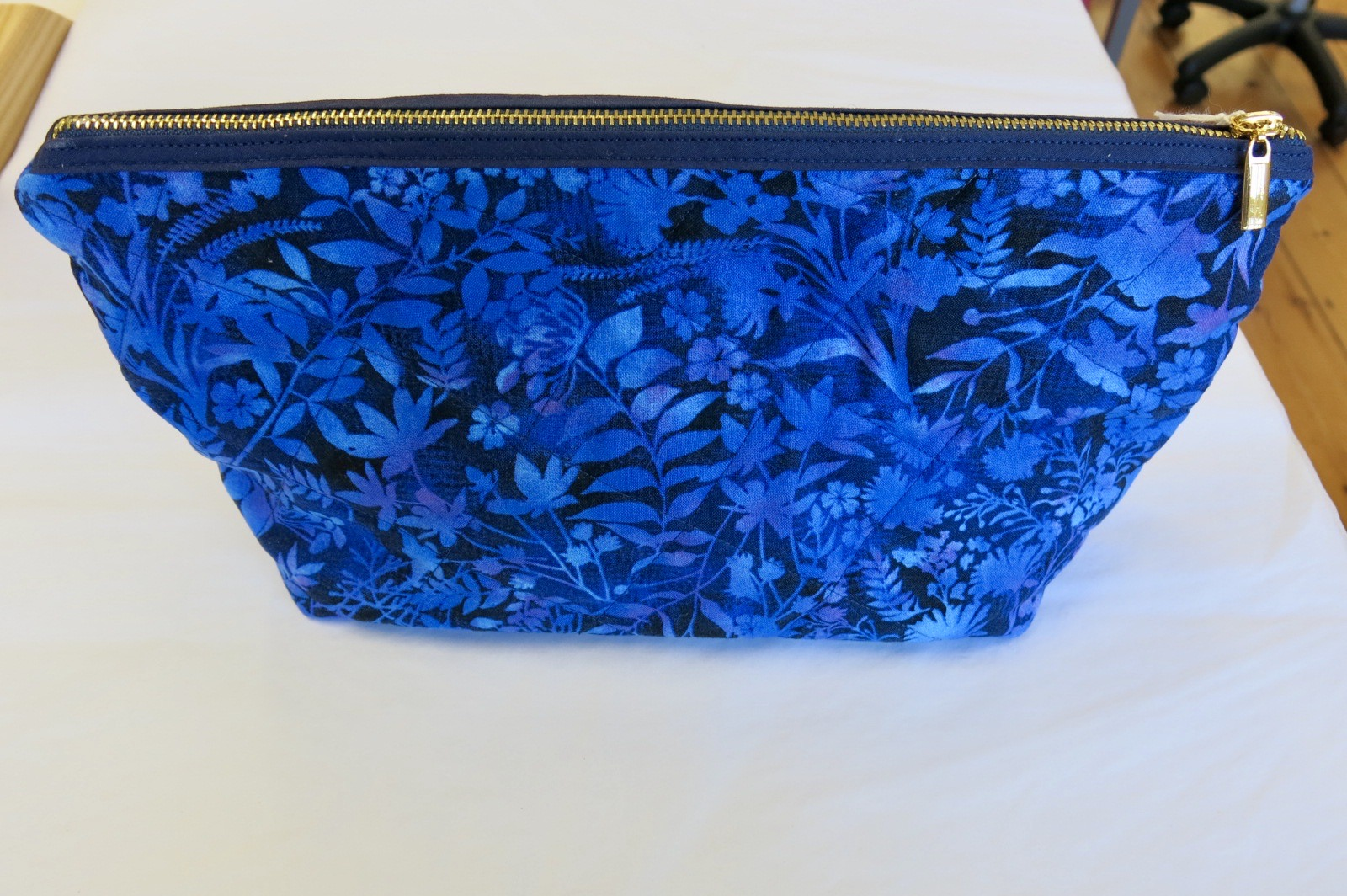 MAKE UP BAG BLUE FLORAL DESIGN