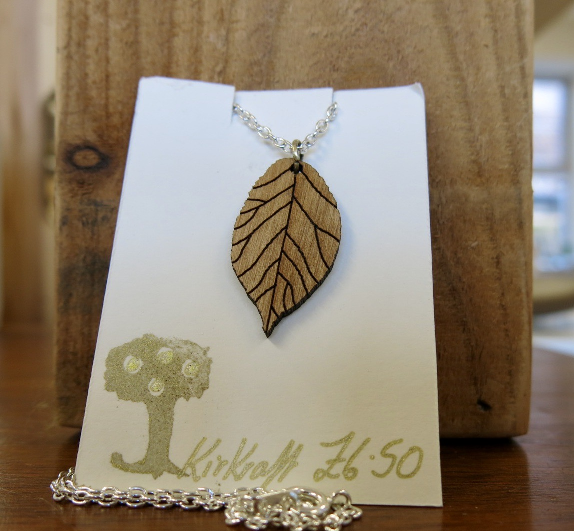 WOODEN BEECH LEAF NECKLACE