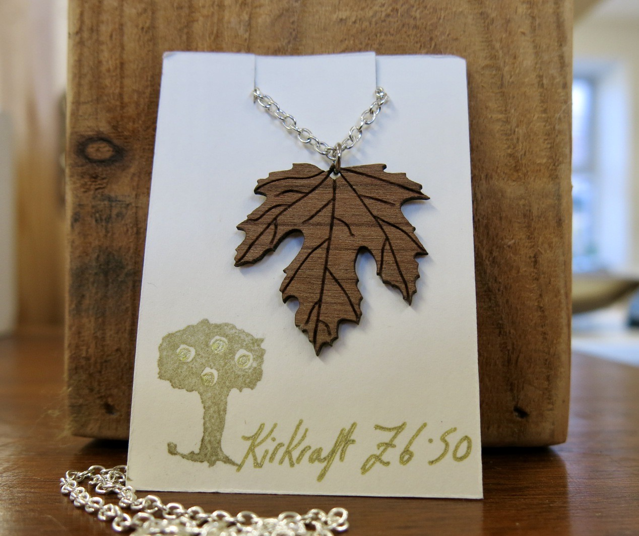 WOODEN MAPPLE LEAF NECKLACE