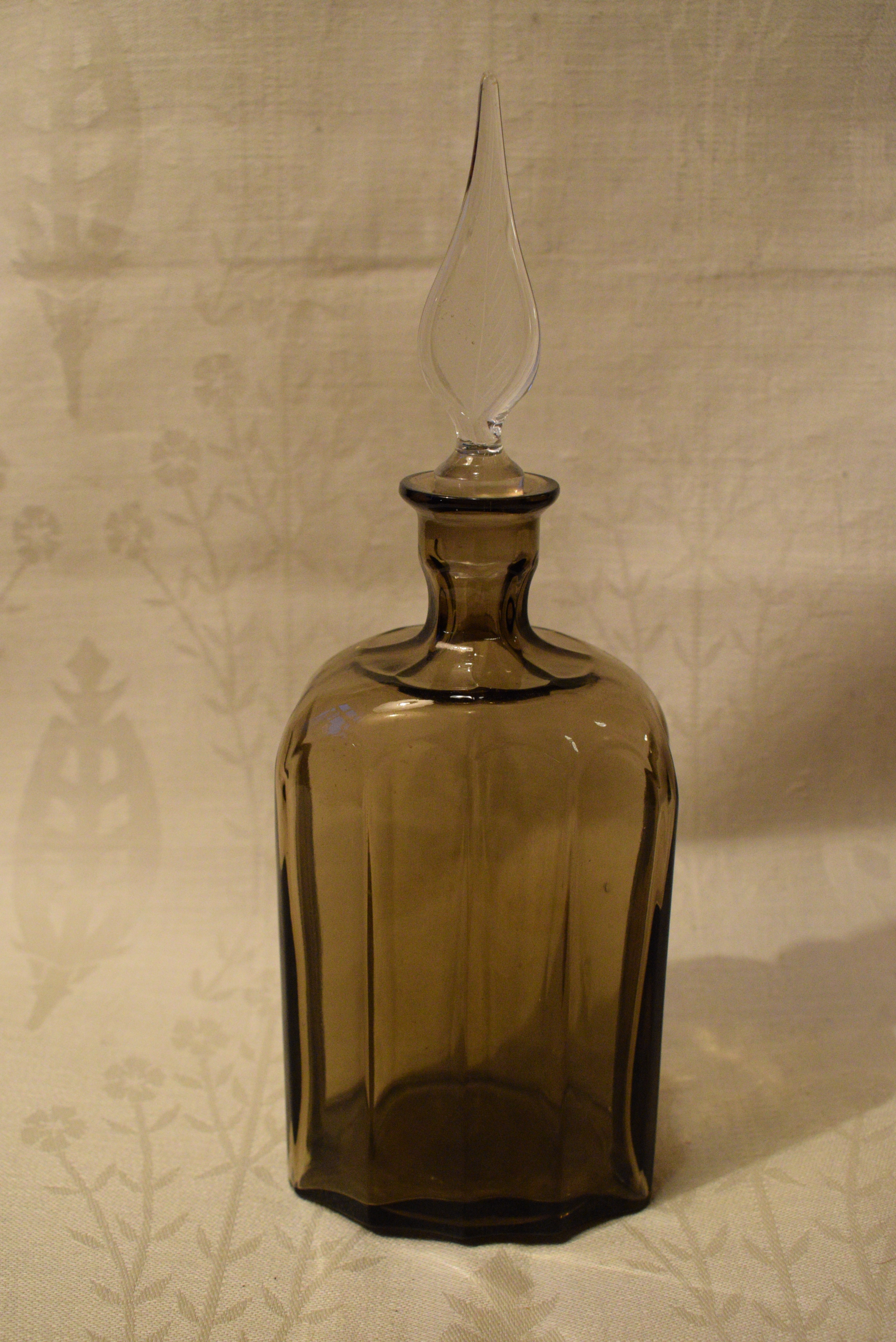 Karahvi vanhaa lasia
