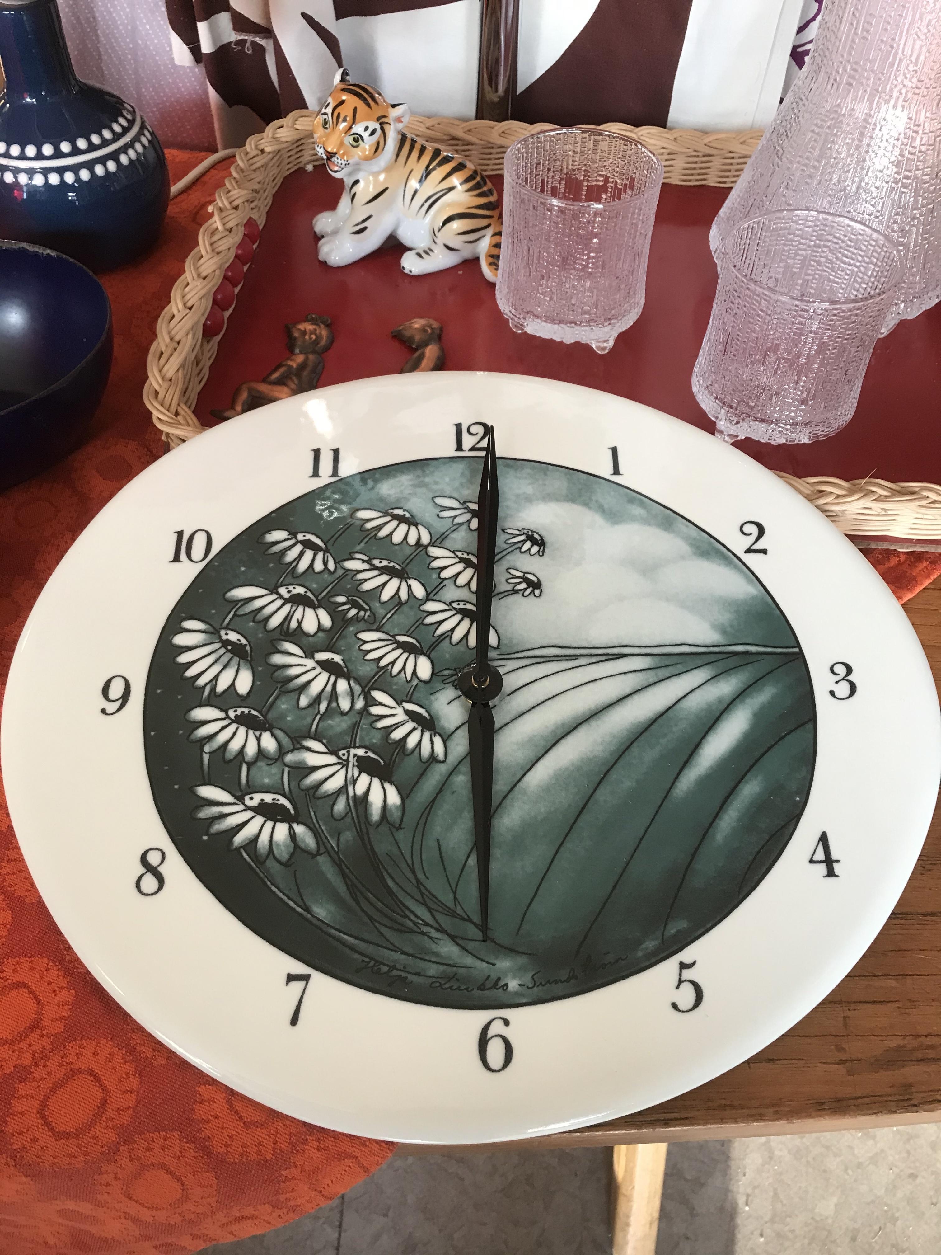 Arabia Heljä Liukko-Sundström kello Avara luonto