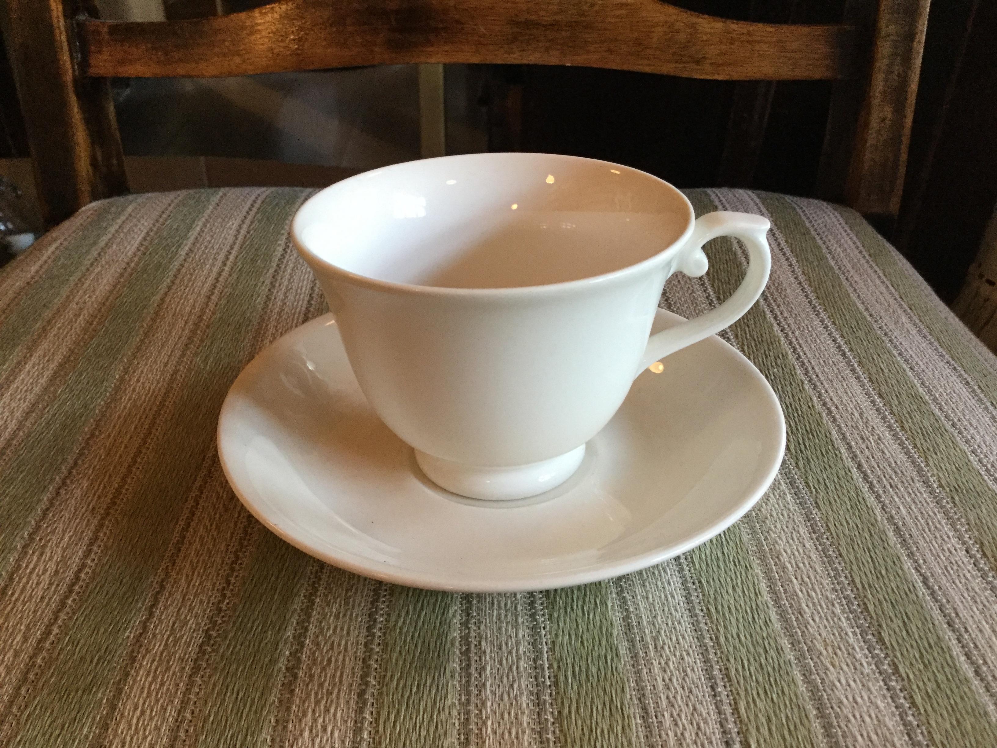 Arabia kahvikuppipari valkoinen, malli AX.