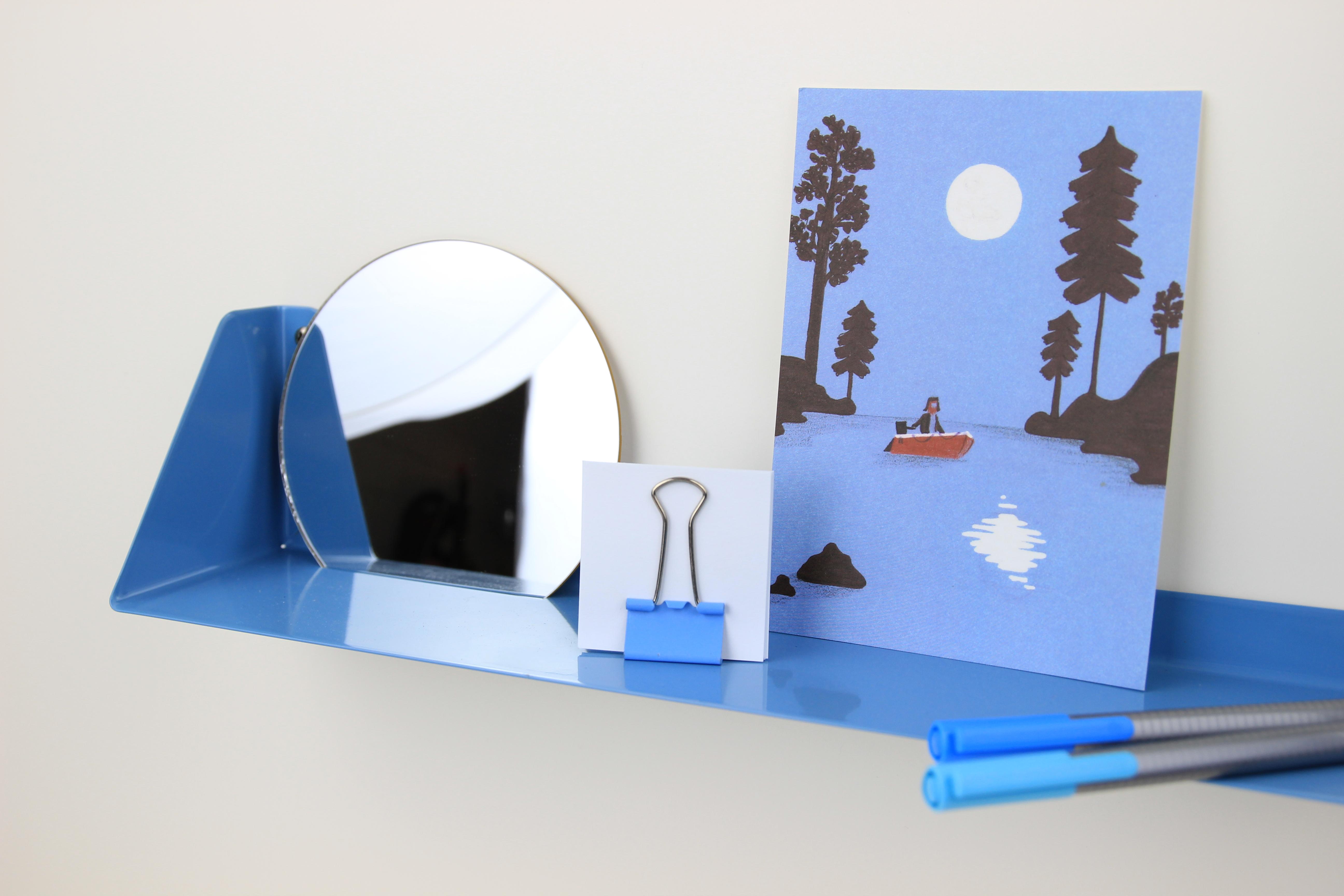 Wandregal mit Spiegel & Vase