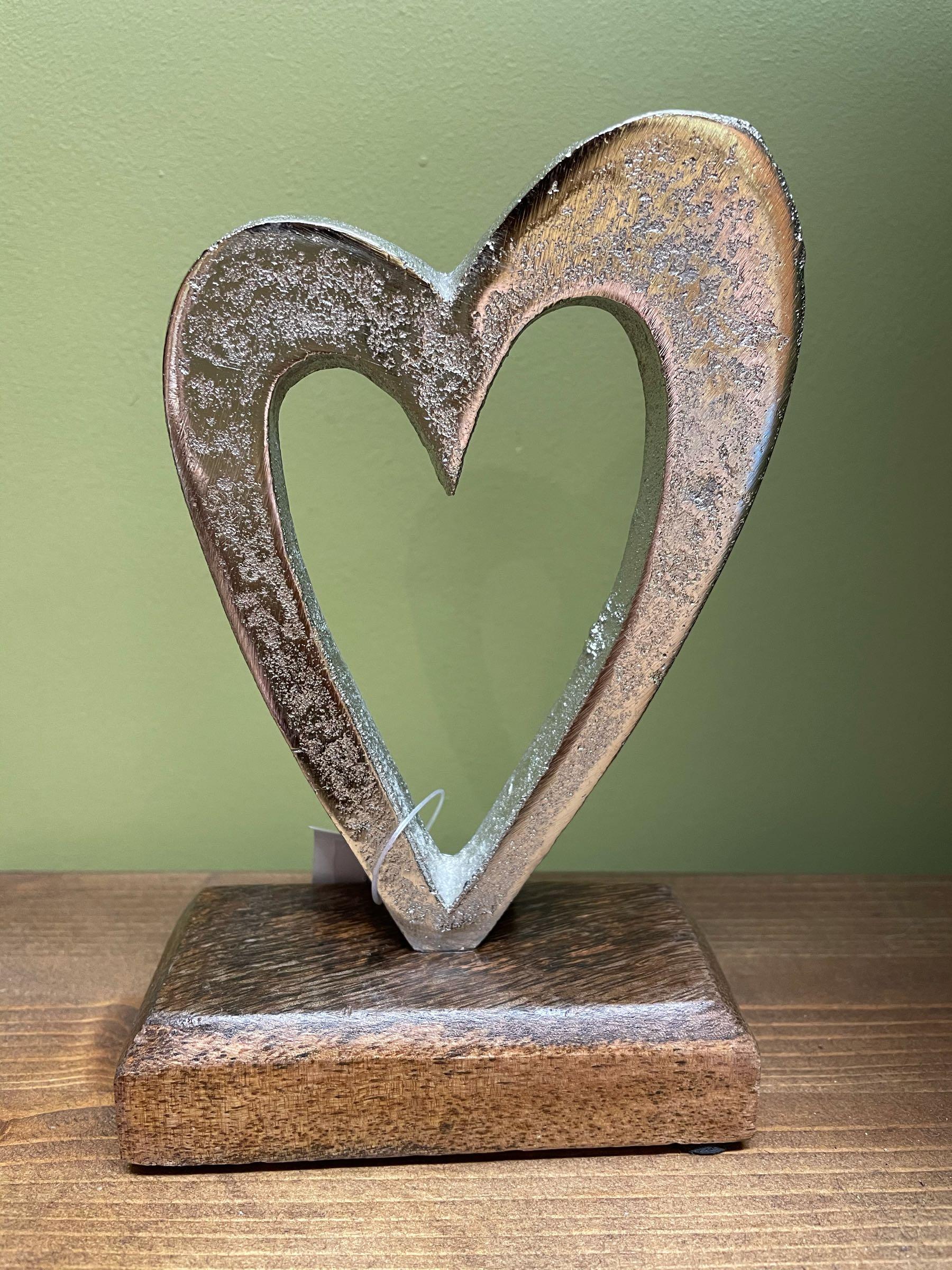 Single heart ornament on block 16cm