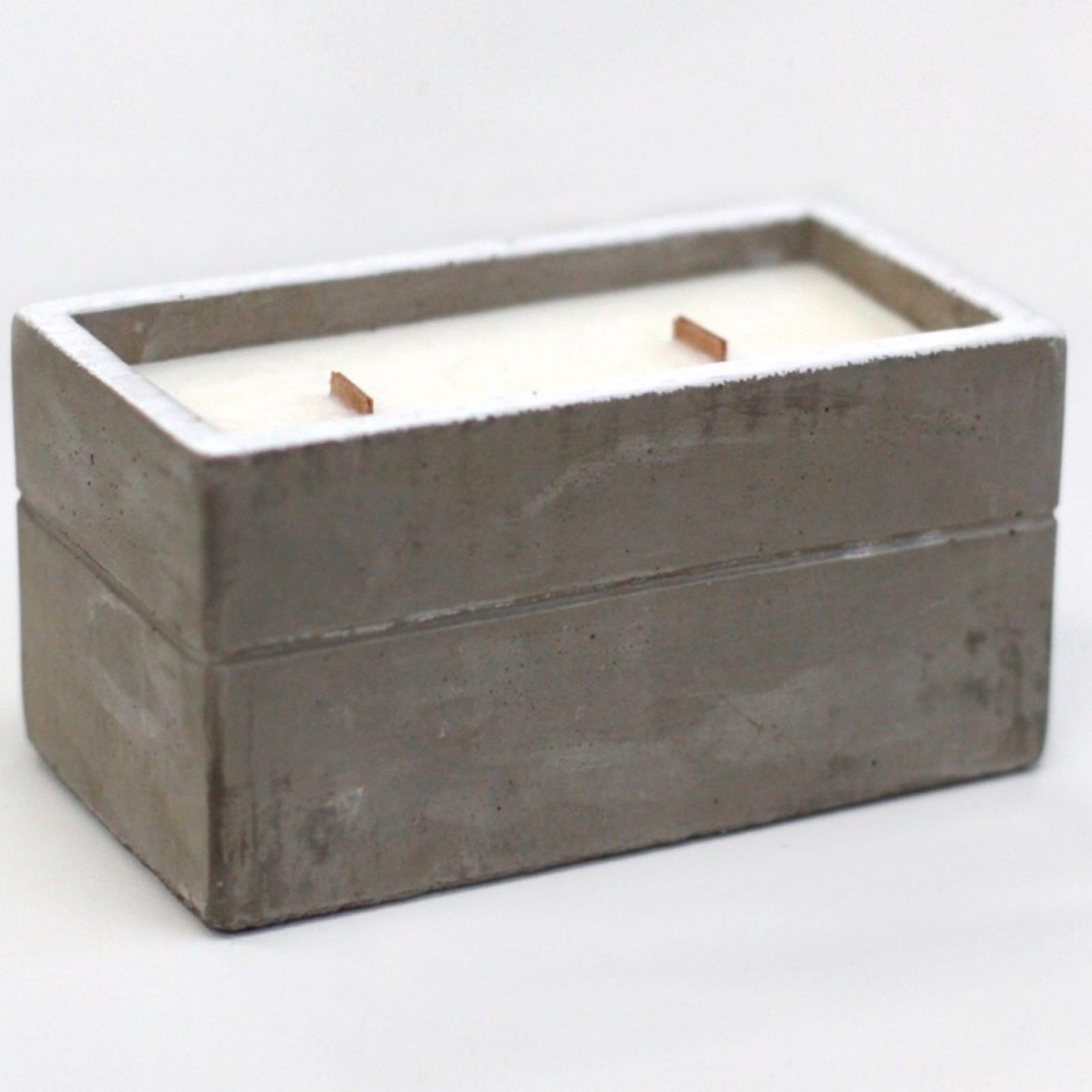 'Clove & Dark Sandalwood' Concrete Candle (Was £14.00)