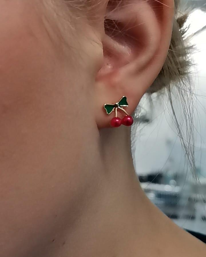 Körsbär örhänge studs