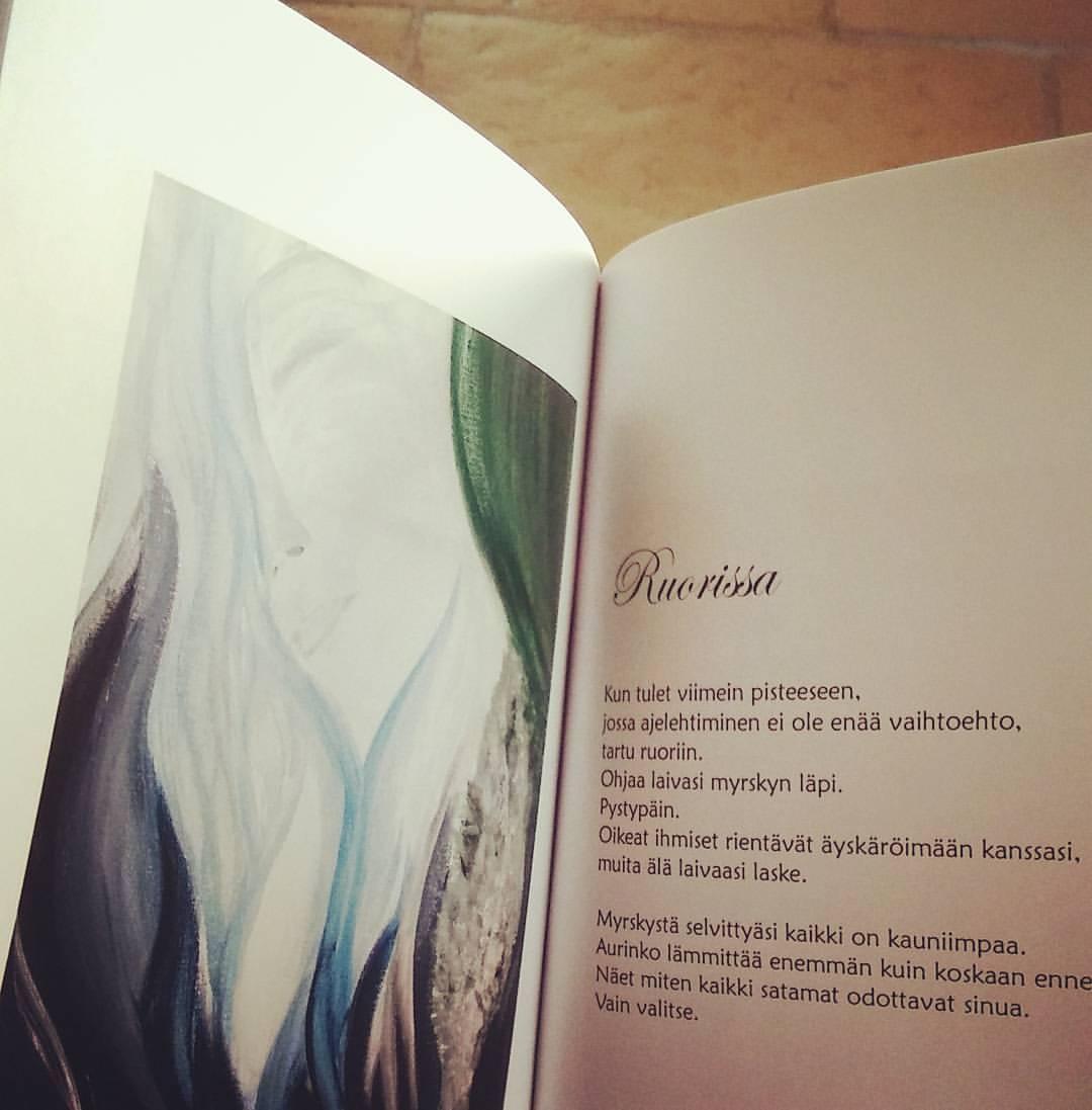 Kerros kerrokselta - kirja, voimarunoja ja maalauksia