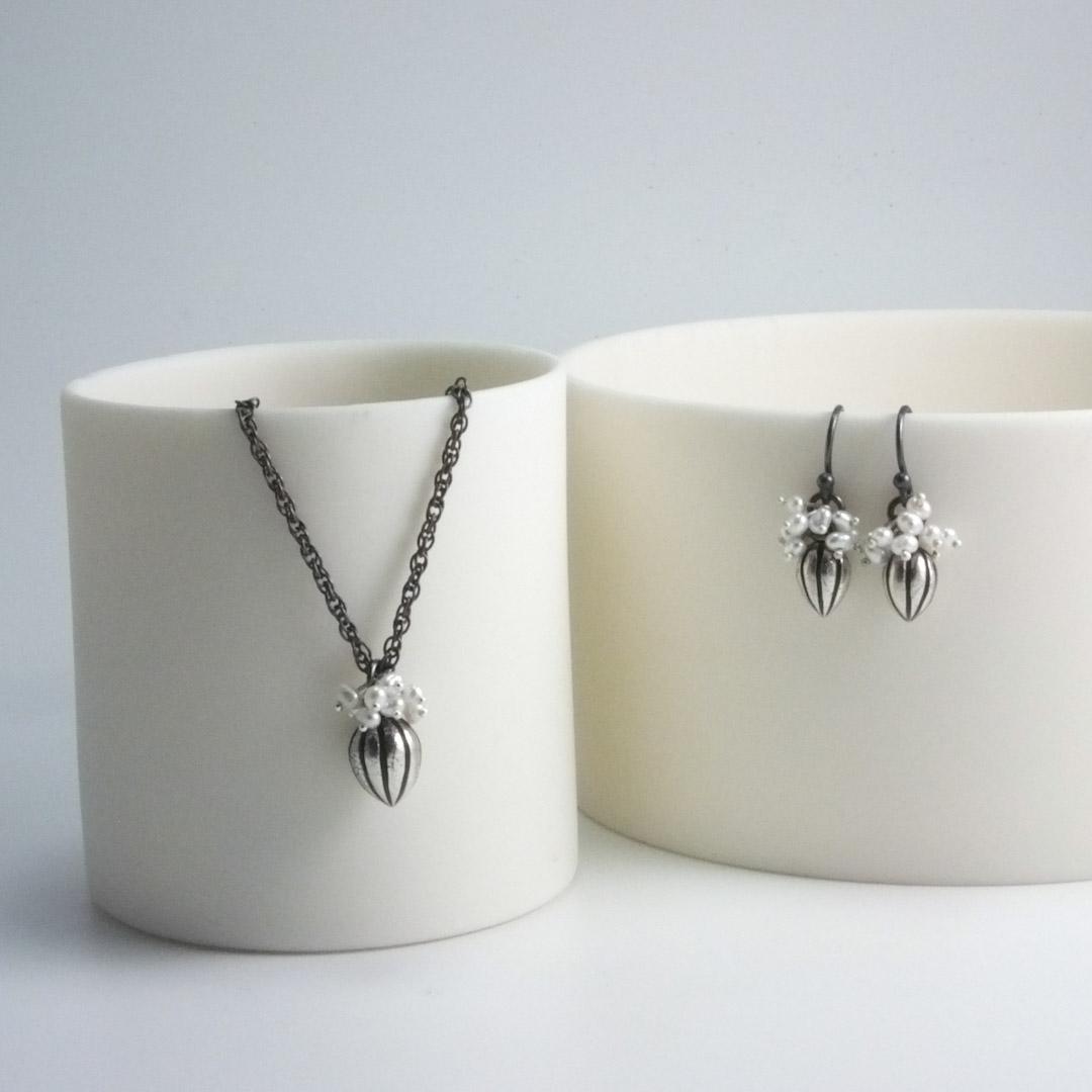 Pod Pendant: white pearls