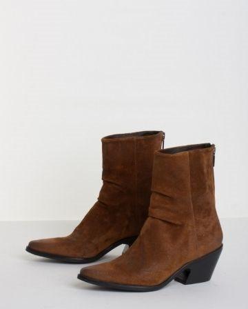 Boots, Bukela, Blaze