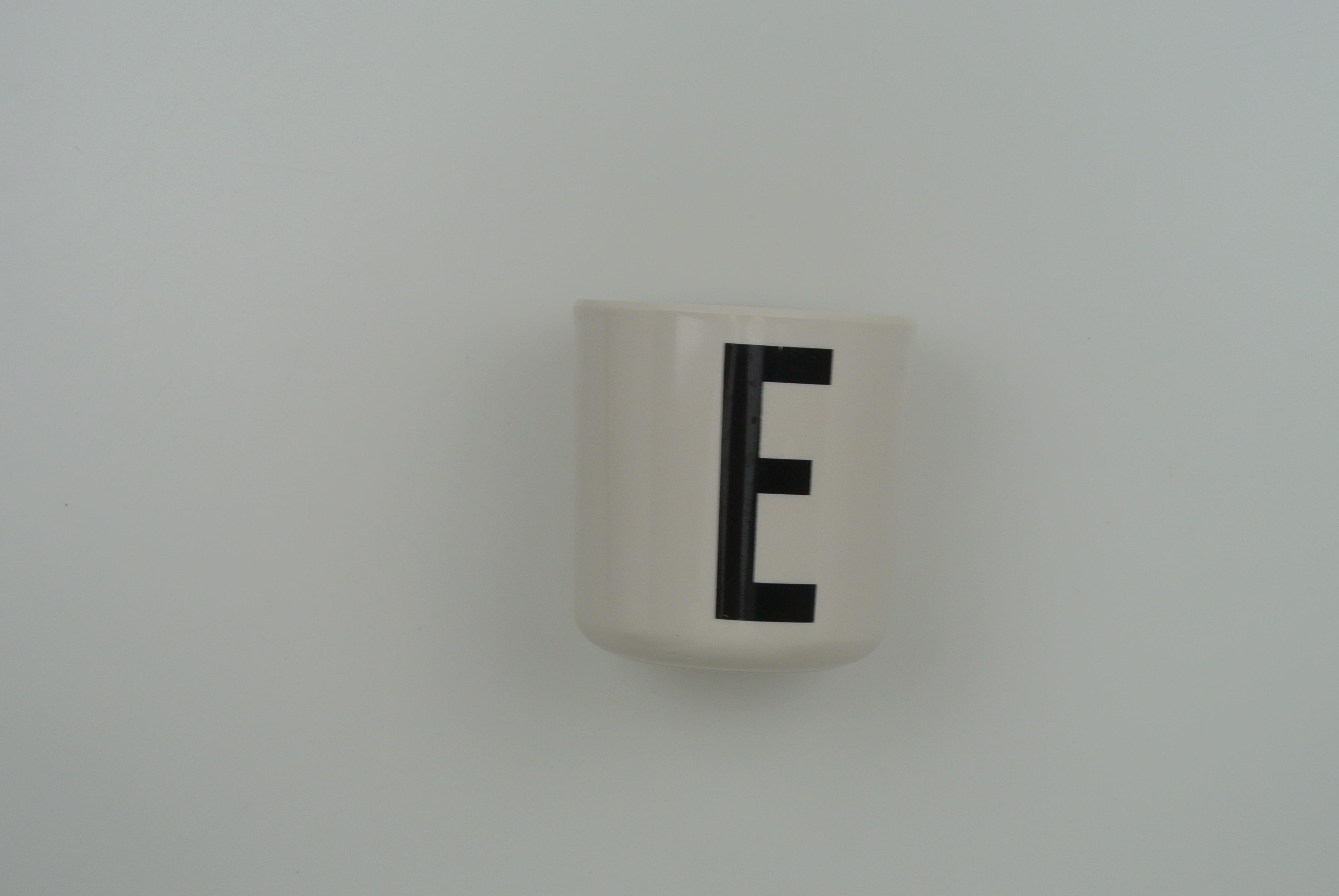 Design letters kop E
