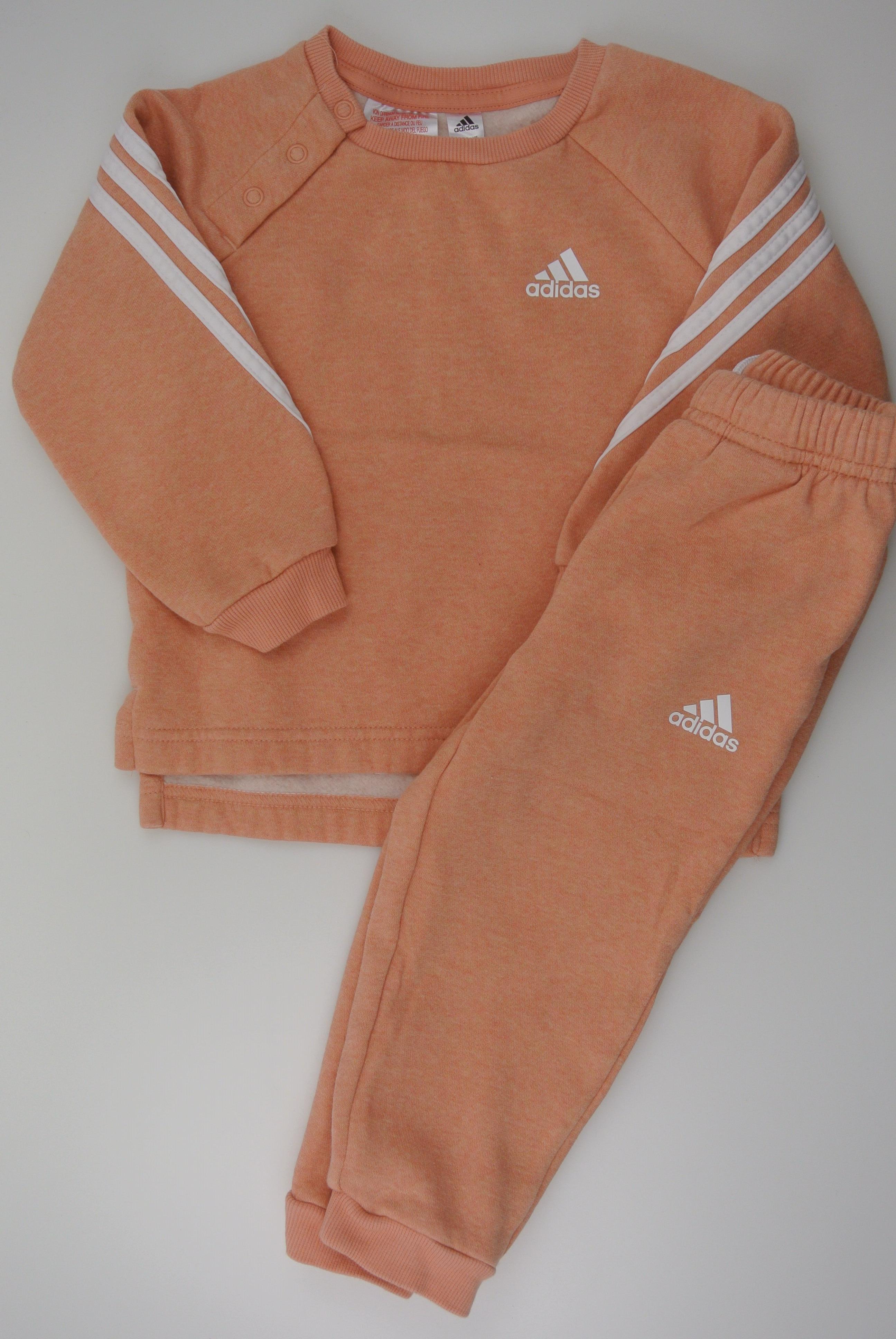 Adidas sæt str 86 pige