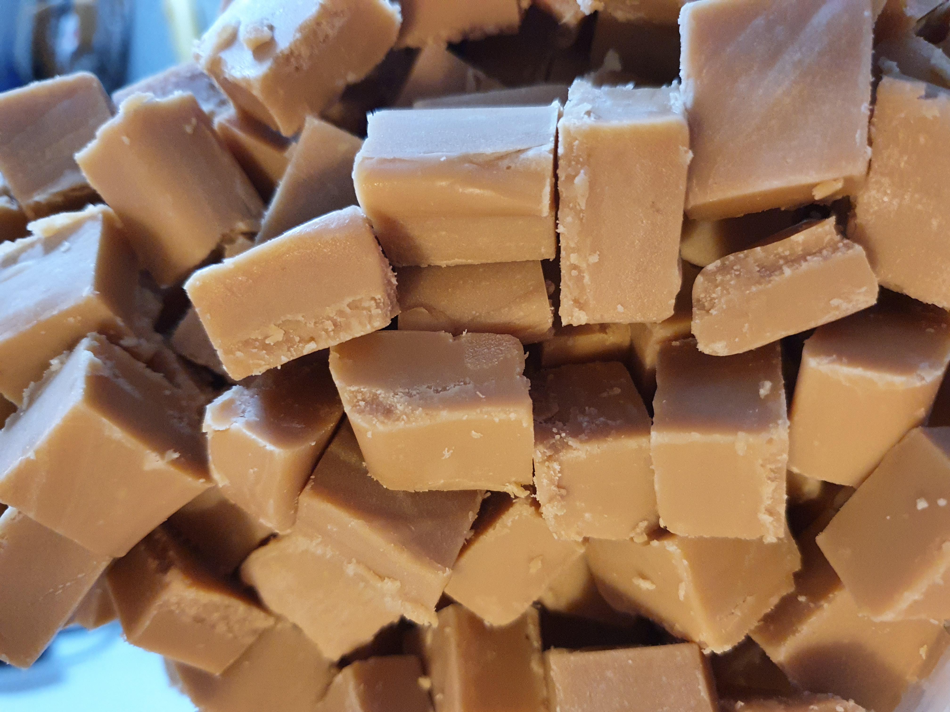 Honey Milkybar fudge