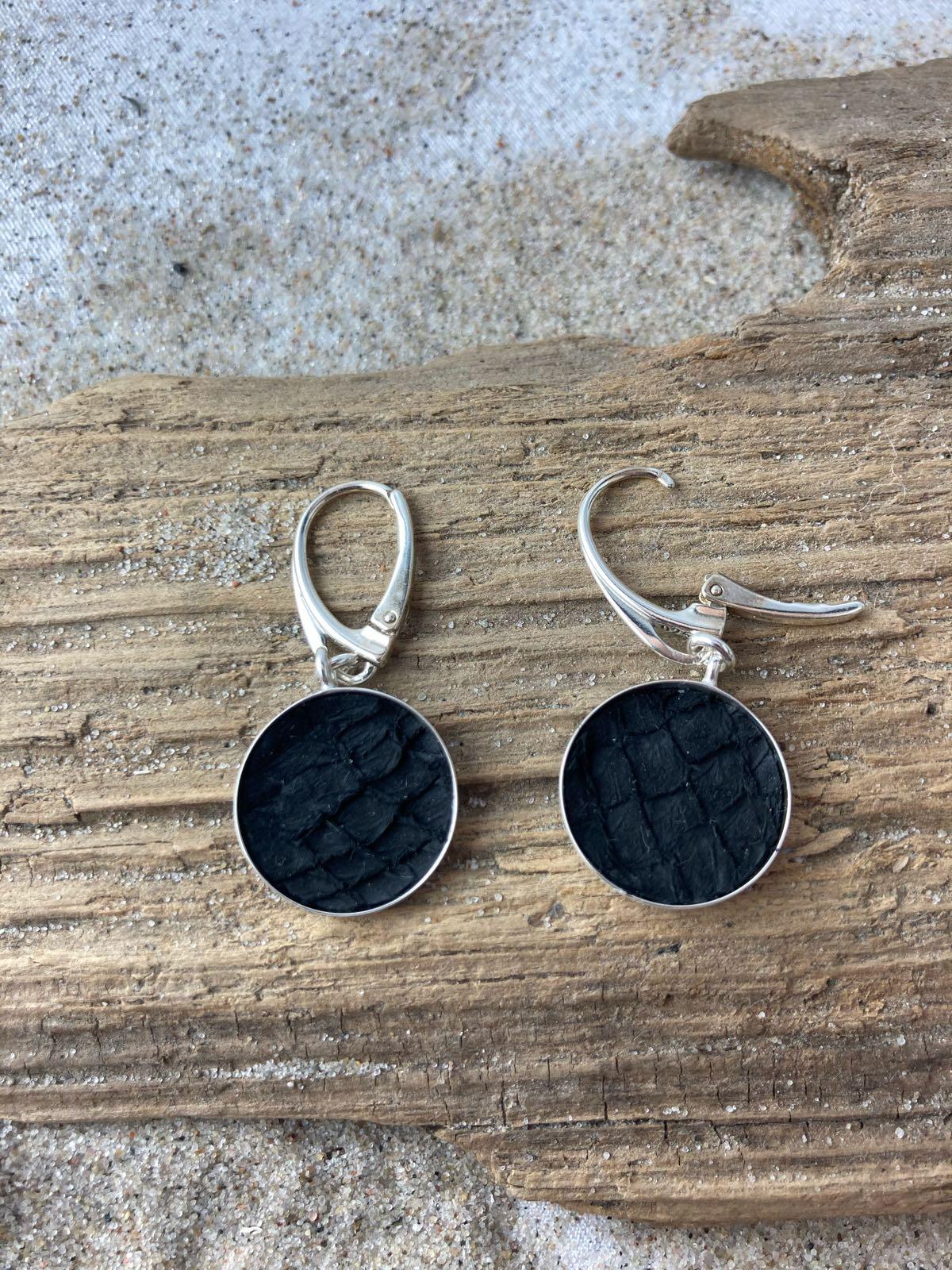 Fischereidesign - Silberohrhänger, 1,5 cm Lachsleder schwarz