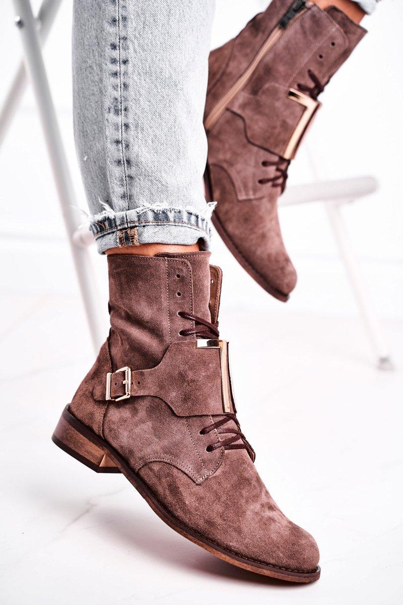 Snygga Boots Av Mocka Ljusbrun