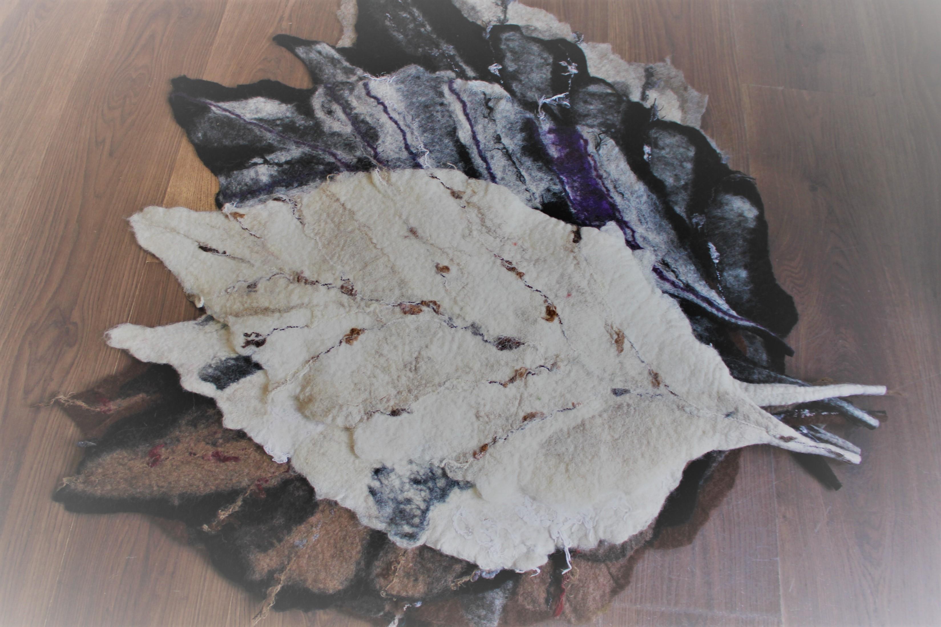Huopaliina sulka- Felt tablecloth feather