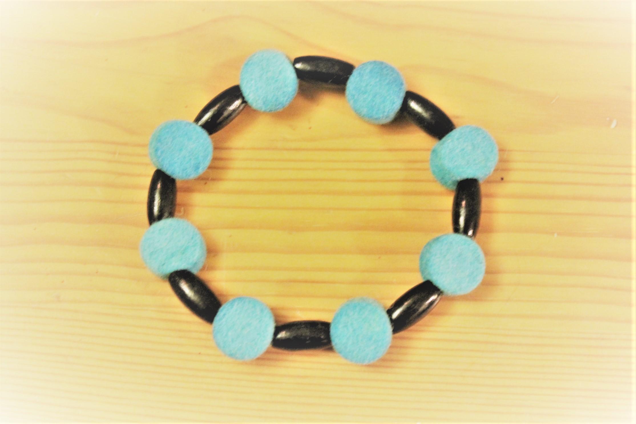 Felt bracelet turquoise