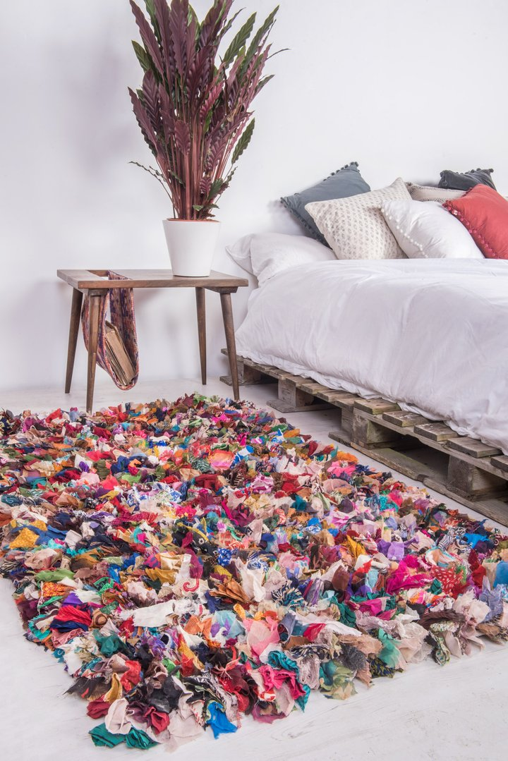 Shaggy rug with patterned polyester rags by Ian Snow