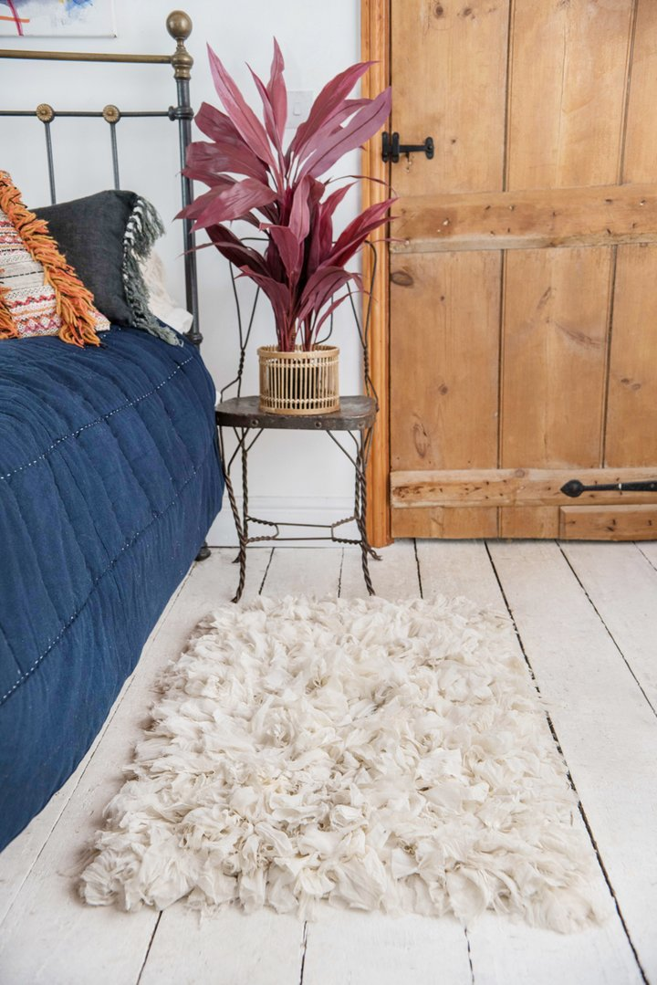 White recycled silk & crepe shaggy rug by Ian Snow