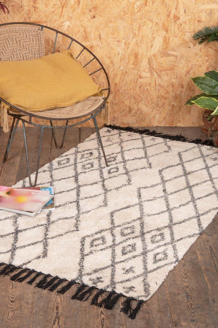 Hygge white/grey diamond design rug by Ian Snow