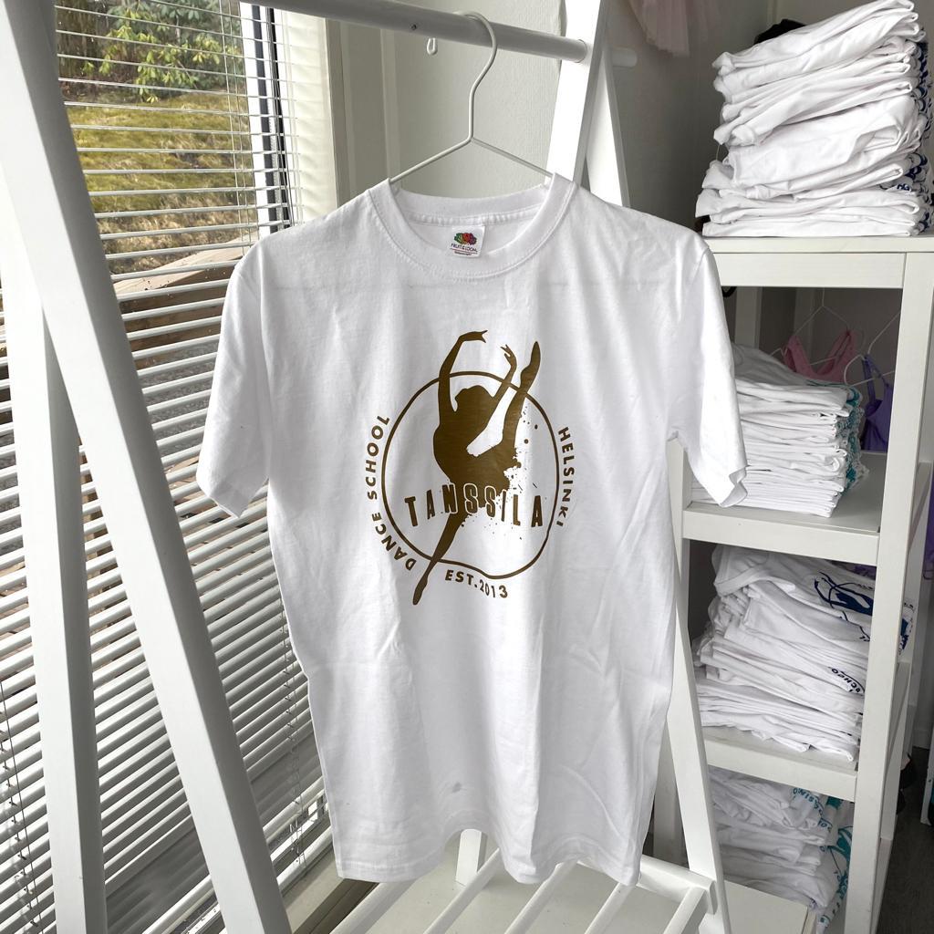 Tanssila, valkoinen t-paita