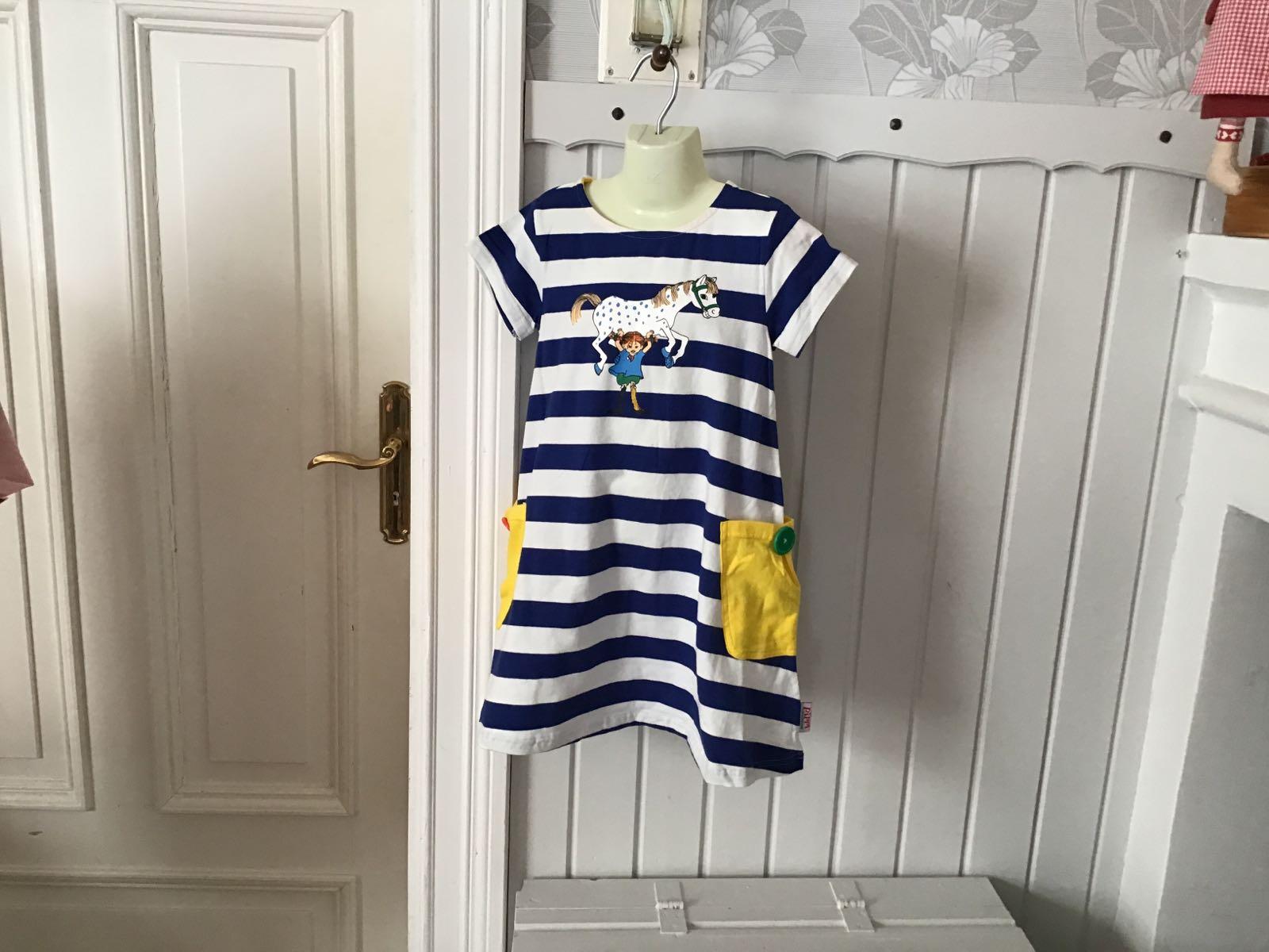 Pippi starkast klänning blå/vit