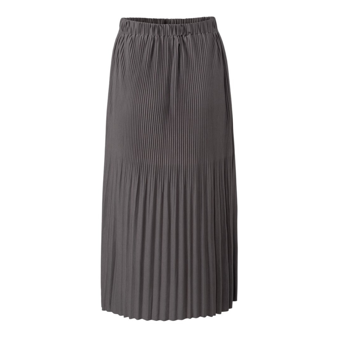 Skirt with pleats