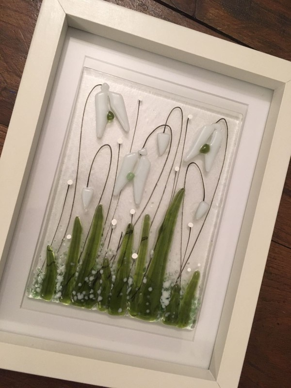 Fused glass snowdrop frame 17.5x22.5cm