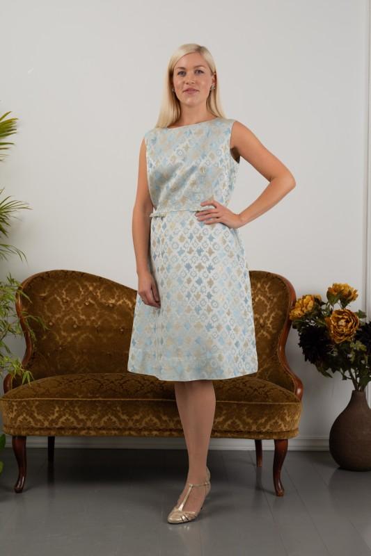 2051 Sølvbrokade kjole