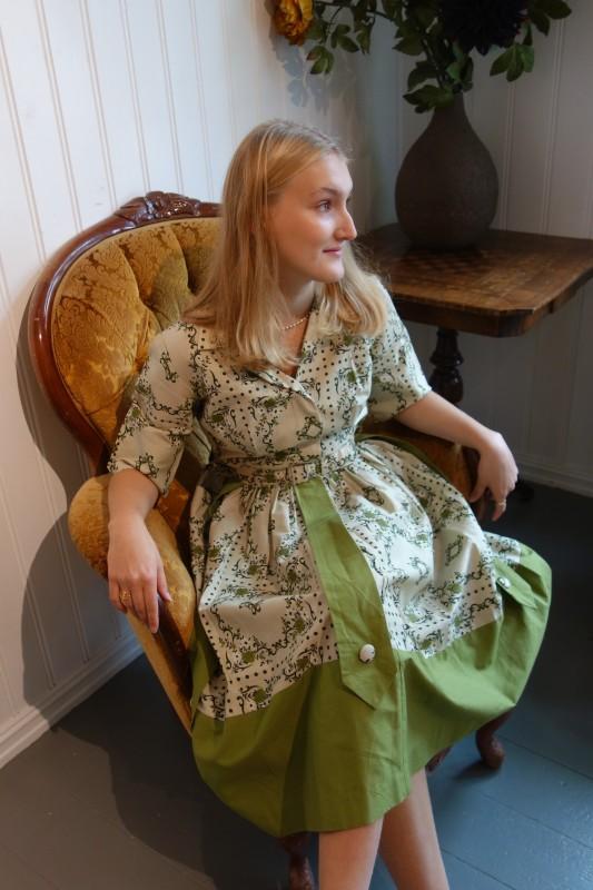 2128 Mønstret 50-talls kjole