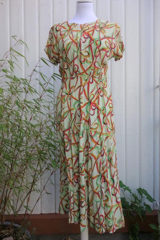 2102 Mønstret 40-talls kjole