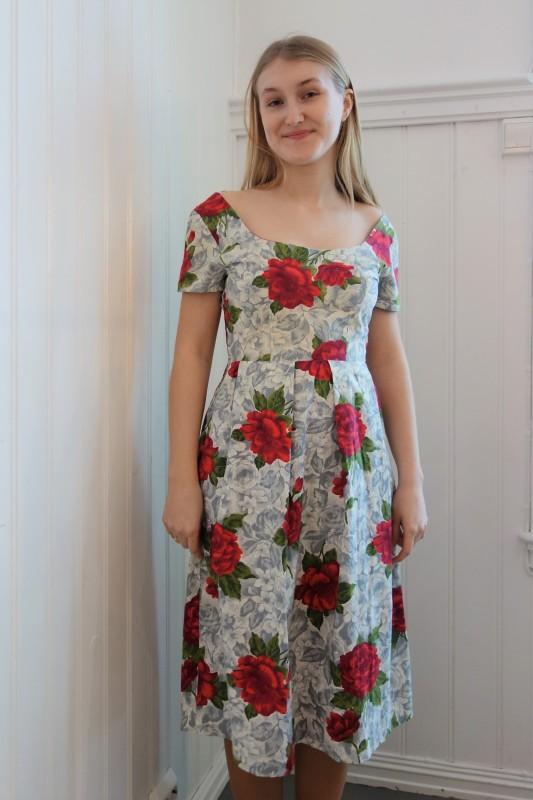 2064 Blomstrete kjole