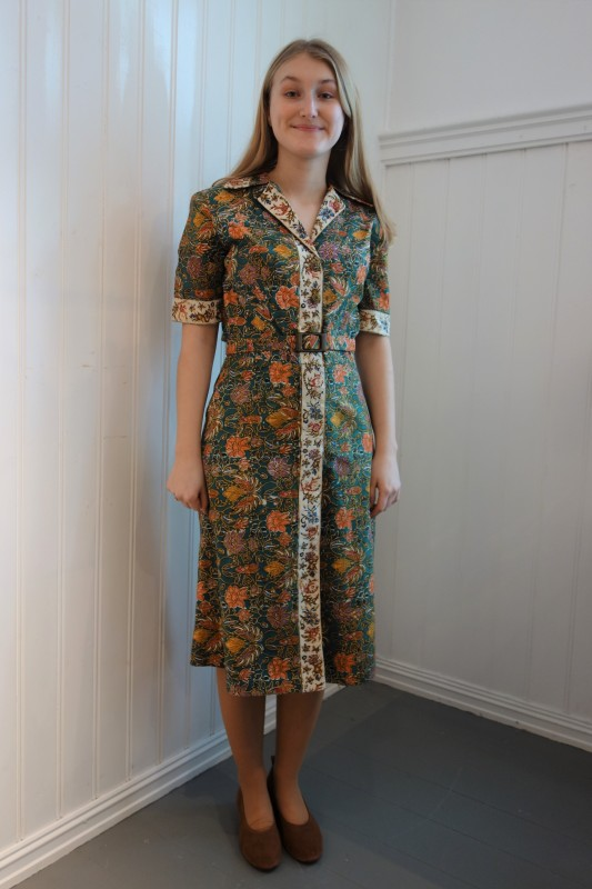2116 Batikkmønstret kjole