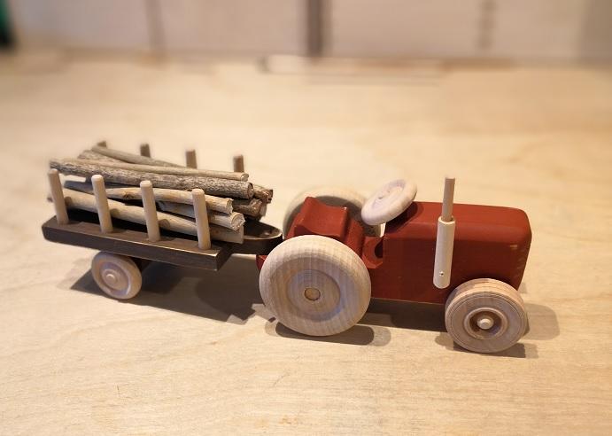 Traktor m/ tømmerkjerre
