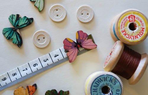Träknapp - fjäril