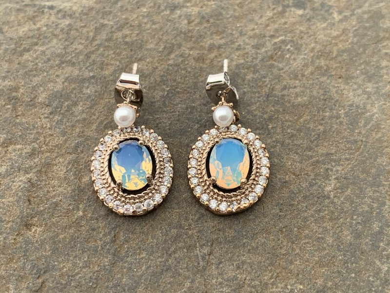 Circle stud earring with pink and blue zircon