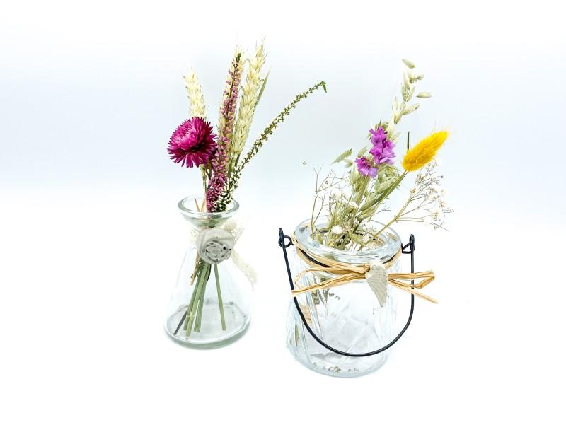 Trockenblumen im Glas