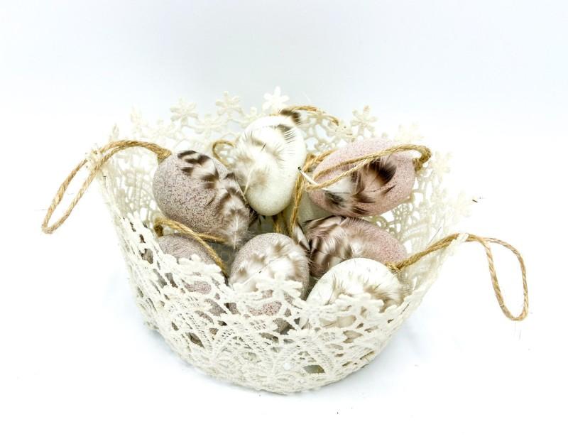 Kunststoffeier zum Hängen mit Perlen verziert