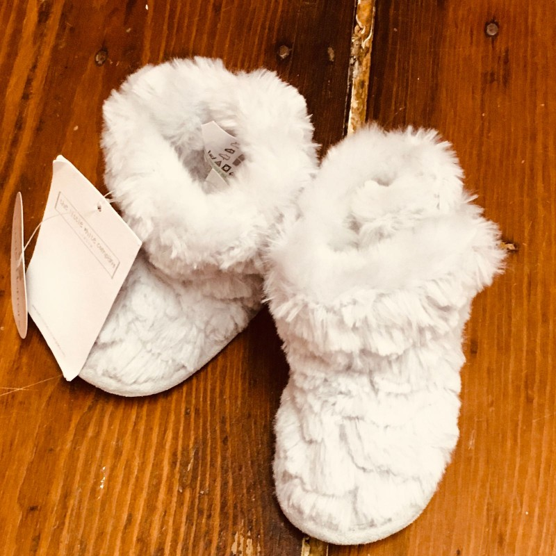 LITTLE WHITE COMPANY GREY FLUFFY BOOTS BNWT 0-6M