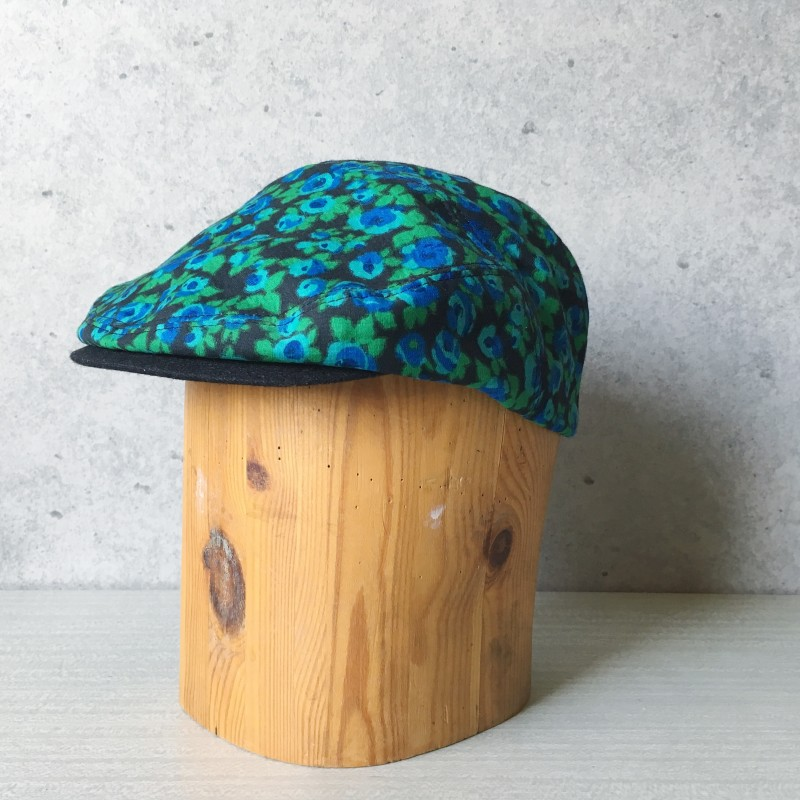 Flat Cap Blue flowers