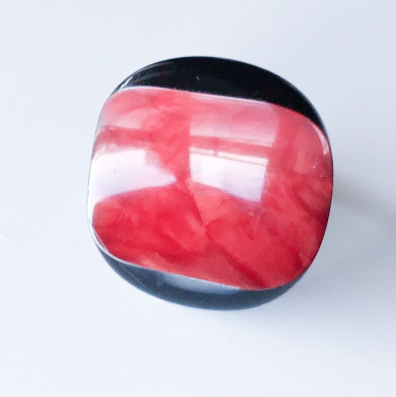 Buttons on a ring Magma
