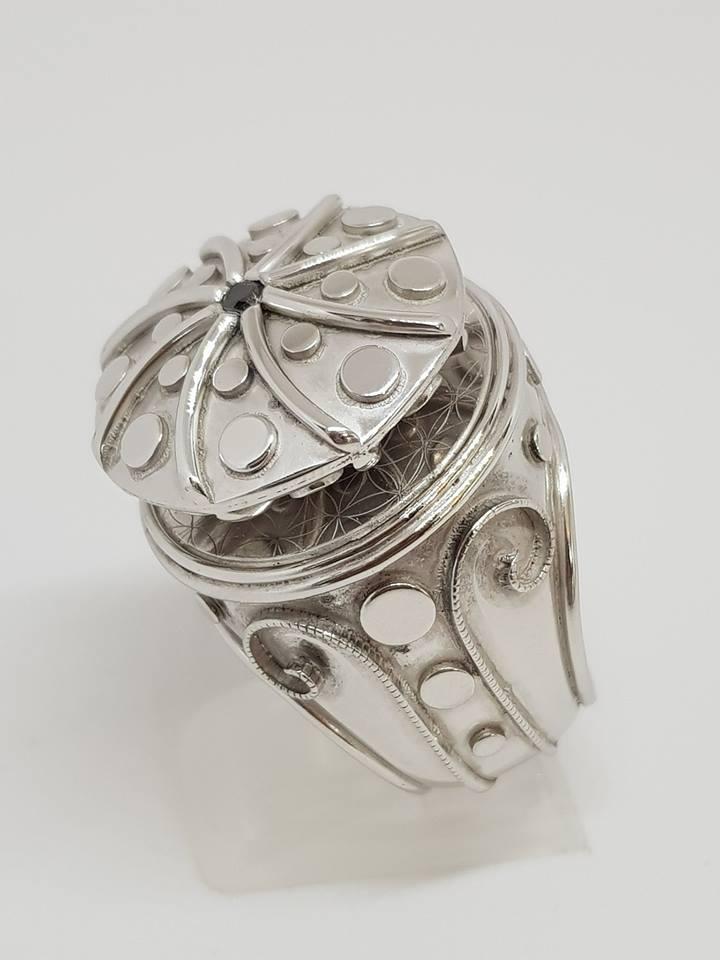 Spinner-ring i rhodinert sølv med sort diamant