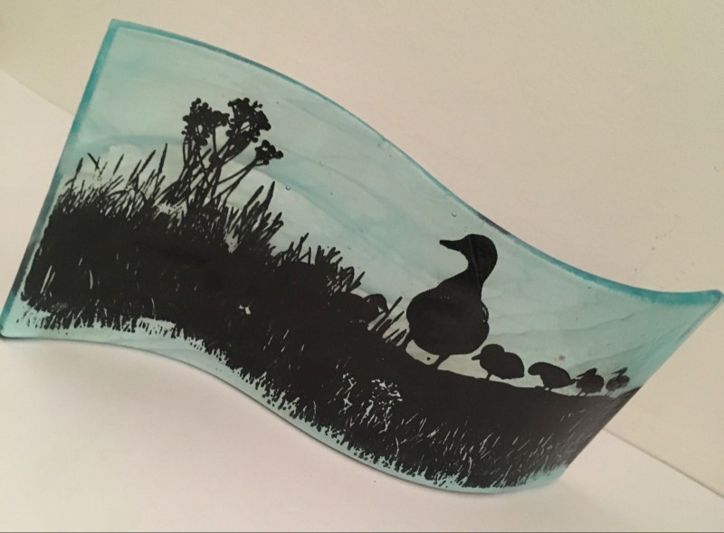 Beautiful free standing wave with duckling screen print 20cm