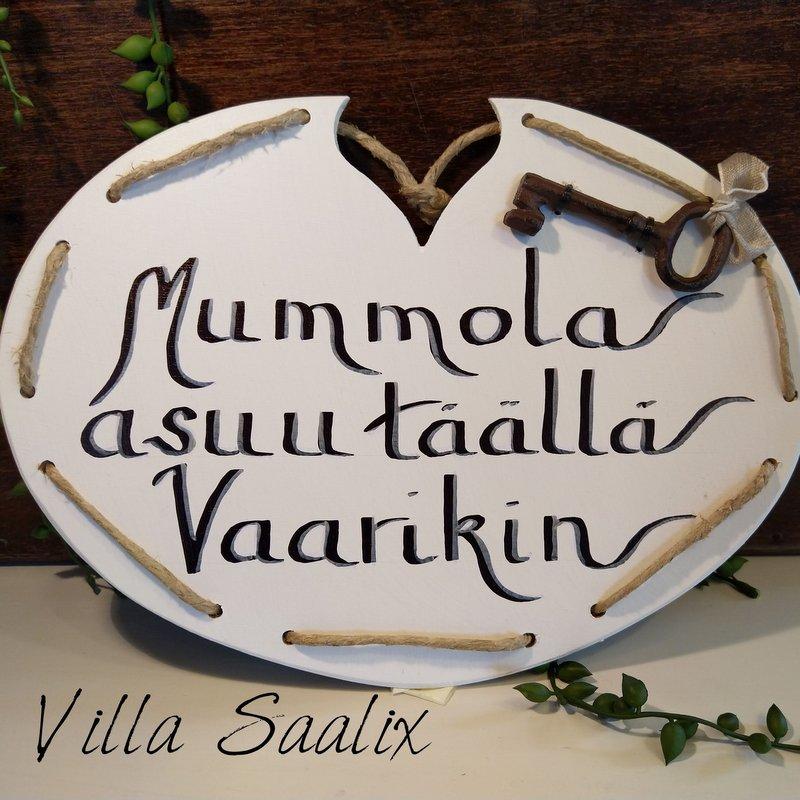 Kyltti Mummola asuu täällä Vaarikin